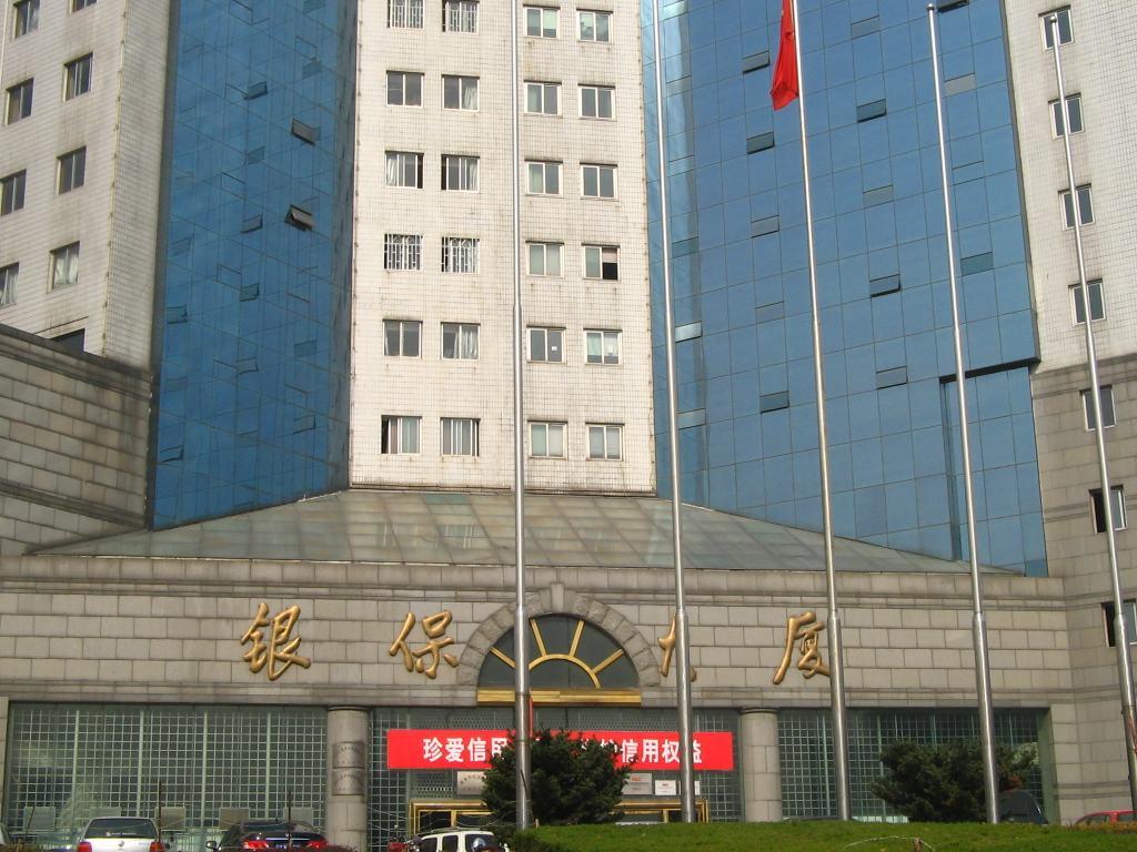 金锐中国银保大厦外立面使用铝板饰面氟碳漆保温装饰一体板案例