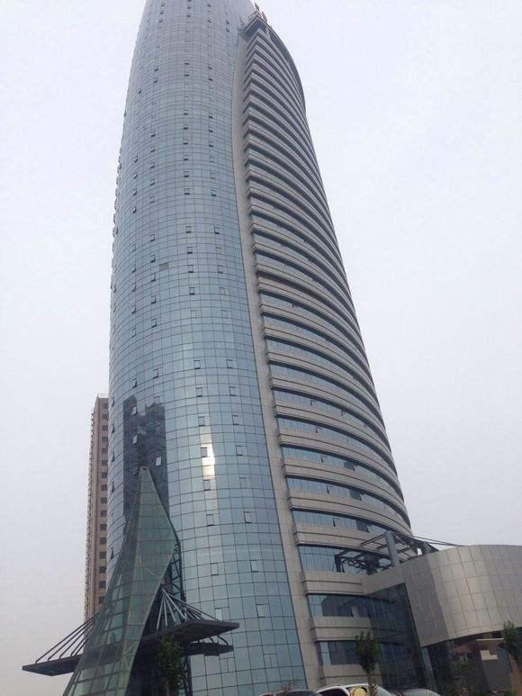 河南鹤壁金融大楼使用氟碳铝单板、异形铝单板案例