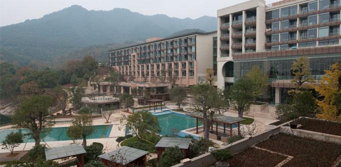 杭州千岛湖万向酒店使用金锐氟碳冲孔铝单板案例