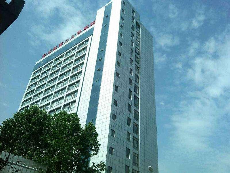 河南南阳人民医院使用金锐氟碳铝单板案例